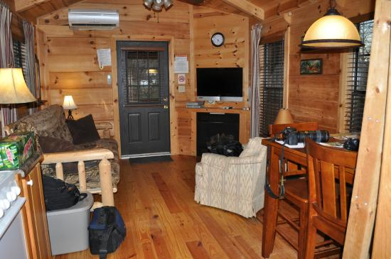 Linville River Log Cabins : main cabin area