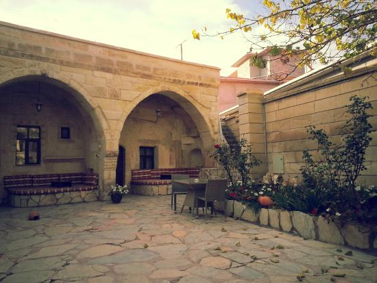 Cappadocia Palace: Courtyard, outside the cave room