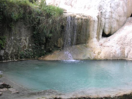 https://media-cdn.tripadvisor.com/media/photo-s/06/e6/09/10/fosso-bianco-bagni-san.jpg