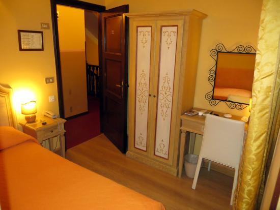 Single Room Hotel Berti Assisi.
