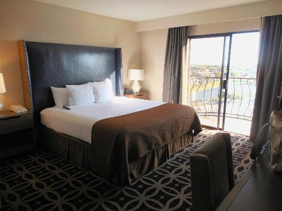 Embassy Suites by Hilton Dallas DFW Airport South: comfy Bed