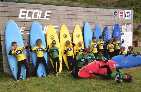 Ty School - Ecole de Surf de Belle Ile: la team du jardin des vagues!