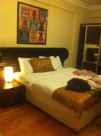 Adonis House Taksim: Grand lit spacieux et confortable