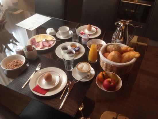 Hotelino Petit Chalet: Colazione servita in camera