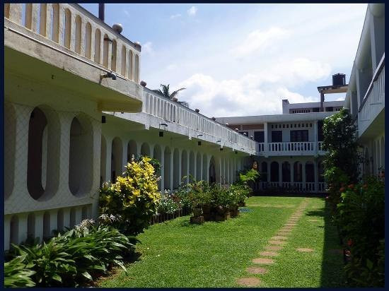Hotel Silver Sands: binnenplaats inner court