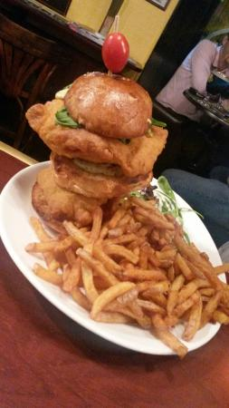 The Witch Berry English Pub : Best Burger.