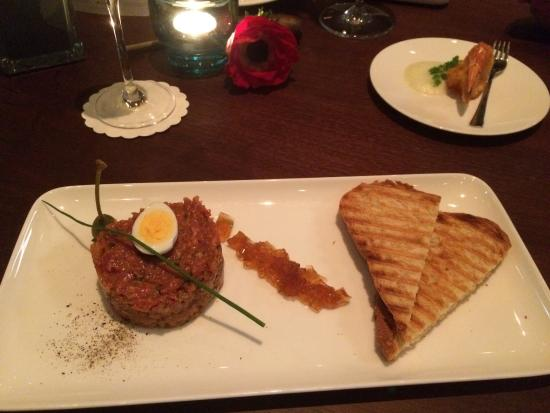 Sky Cafe Bar Restaurant : Beef tartare - excellent appetizer