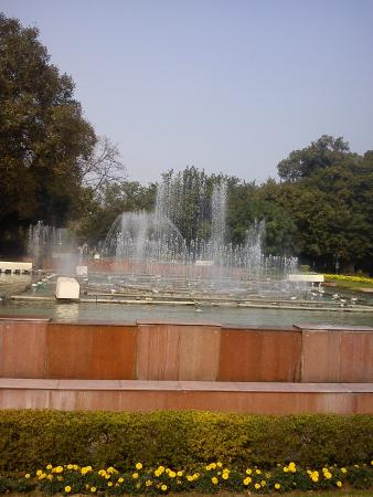 Mughal Garden: musical fountains awesome