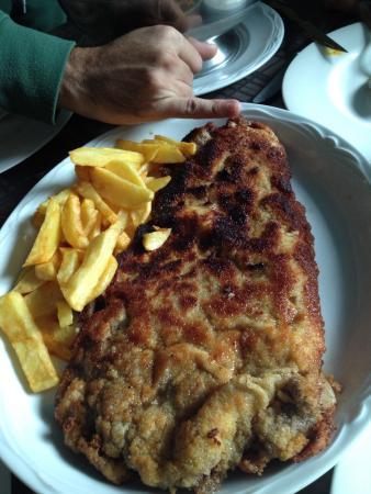 Restaurante Traslavilla: Cachopo de ternera relleno de pimientos, queso, jamón y espárragos