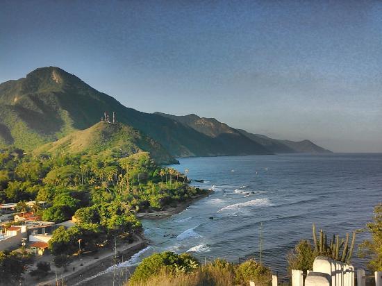 Hotel Posada La Bokaina: Vista del Malecon y Pto. Colombia desde el mirador