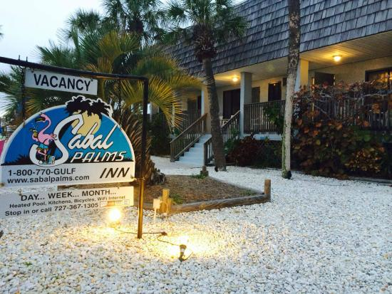 Sabal Palms Inn: Front of Sabal