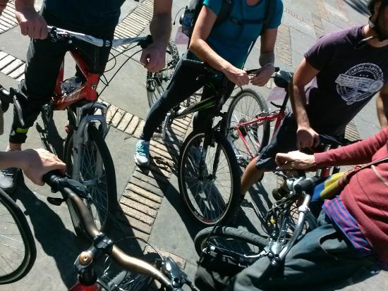 Bogota Bike Tours: Grupo durante uma explicação do Mike
