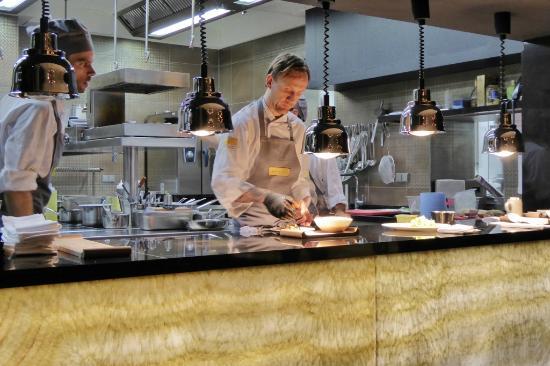 Offene Küche gewährt interessante Einblicke - Picture of ...