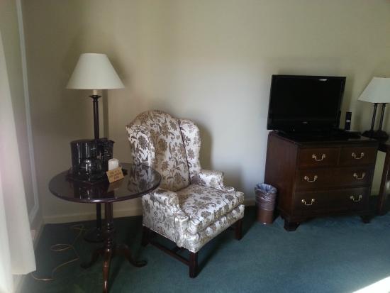 Meadowbrook Inn: View inside the room