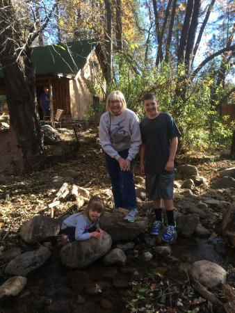 Christopher Creek Lodge: Hiking the creek