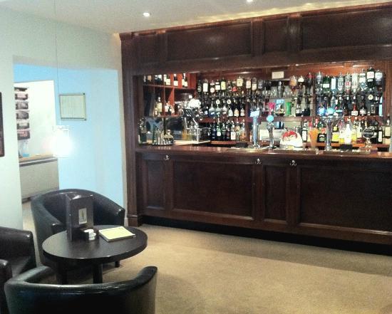 Westberry Hotel & Restaurant: Bar