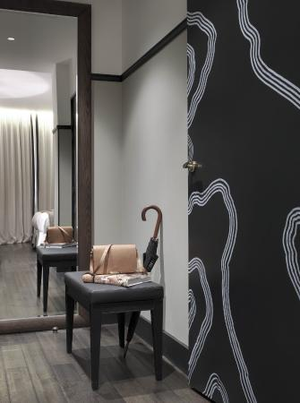 The Chess Hotel: Deluxe twin entrée