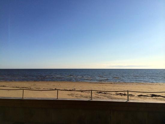 Ocean Hotel : Sicht aus dem Schlafzimmer - direkter Blick und Zugang zum Strand