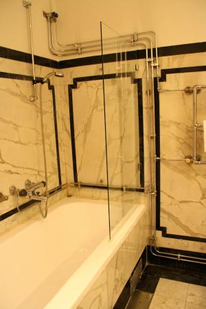 Mayfair Hotel Tunneln: Dusche/Badewanne