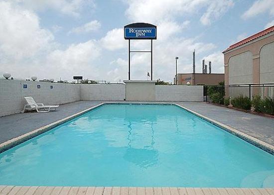 Rodeway Inn Corpus Christi: Pool