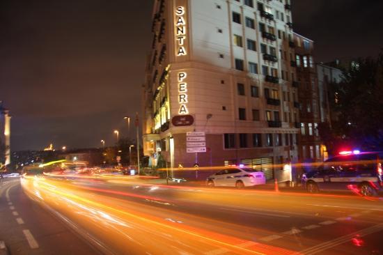 Santa Pera Hotel : santa pera at night