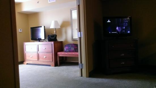 Holiday Inn Express Bloomington: relaxing on the couch!!
