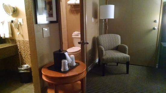 BEST WESTERN Royal Sun Inn & Suites: Toilet and shower in an enclosed room away from coffee and sink
