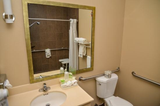 Holiday Inn Express Walla Walla: Newly updated roll in shower