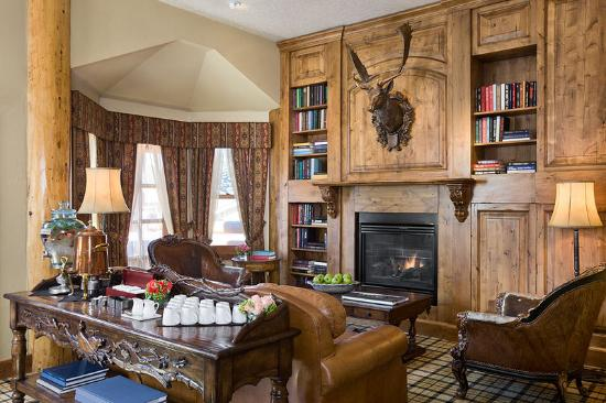 Rusty Parrot Lodge and Spa: Library