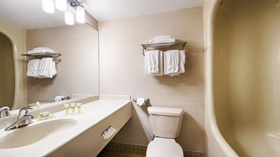 BEST WESTERN PLUS Royal Brock Hotel & Conference Centre: Bathroom