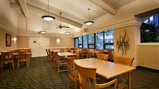 BEST WESTERN PLUS Royal Brock Hotel & Conference Centre: Breakfast Area