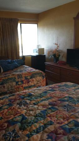 San Marina Motel: 2 beds nice and comfy.