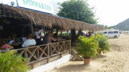 Spinnakers Beach Bar & Grill: Great lunch