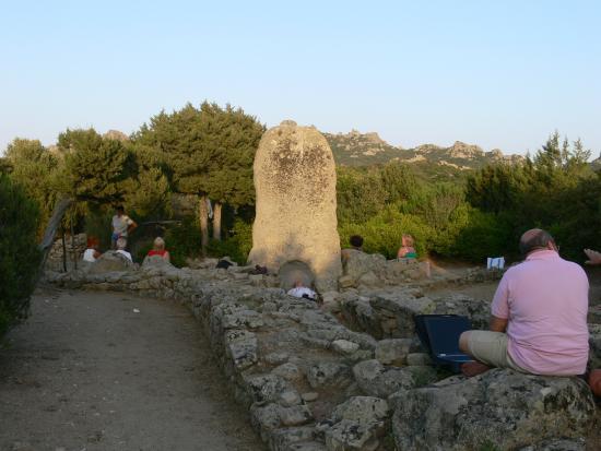 Tombe dei Giganti Li MIzzani : tomba li mizzani