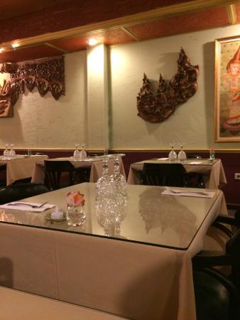Thai Village Cuisine - Batavia IL: Clean Tables