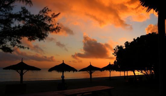 Kipepeo Beach Camp: Sunrise