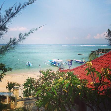 Segara Beach Inn: View from upstairs room. Amazing