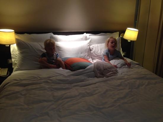 Sathorn Vista, Bangkok - Marriott Executive Apartments: loving bedtime