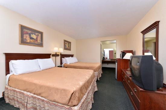 Americas Best Value Inn- Alliance: Two Double Beds