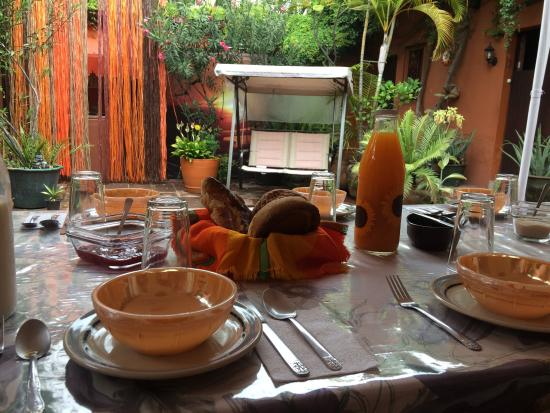 Hostal Casa del Sol Oaxaca : Breakfast table