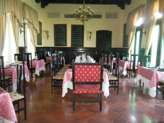 Mansion Xanadu: Restaurant en la Planta Baja contigua a la recepción
