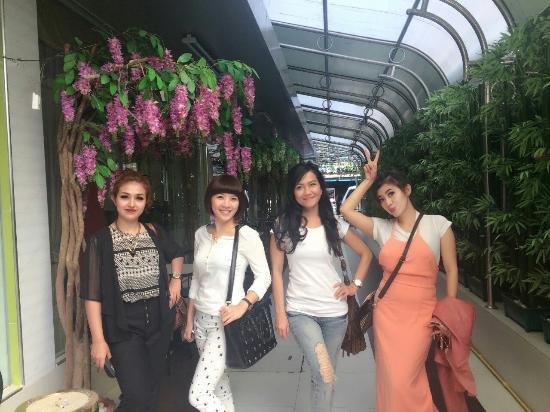 Shadi Home Bangkok: Di lorong keluar/masuk hotel