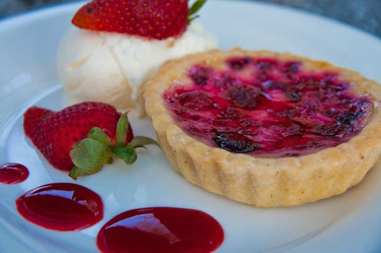 Houghton Cafe : Raspberry Brulee Tarlet with vanilla ice-cream