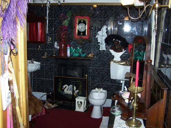 Bridge House: shared bathroom