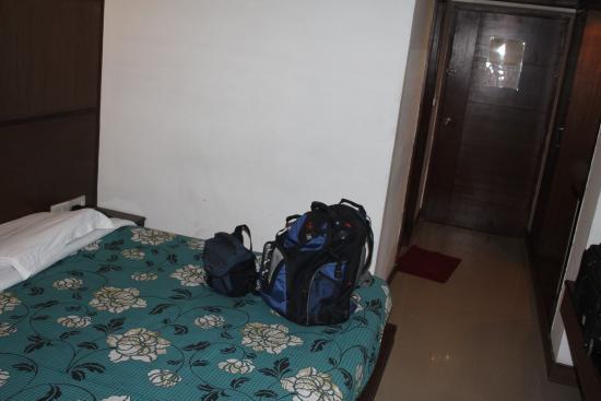 Hotel Atithi, Agra: Very hard bed