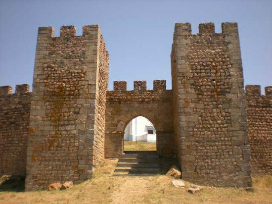 Arraiolos Castle : .