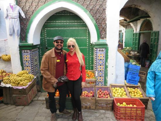 Tetuán, Marruecos: No mercado da cidade velha de Tétouan, em frente a uma Mesquita