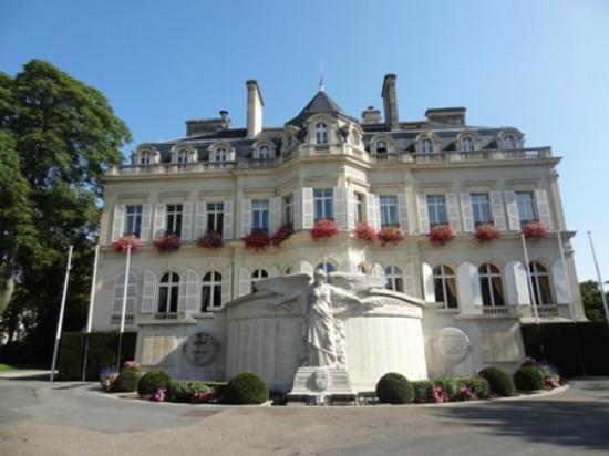 Office de tourisme fica ao lado da prefeitura da cidade picture of office de tourisme epernay - Office de tourisme epernay ...