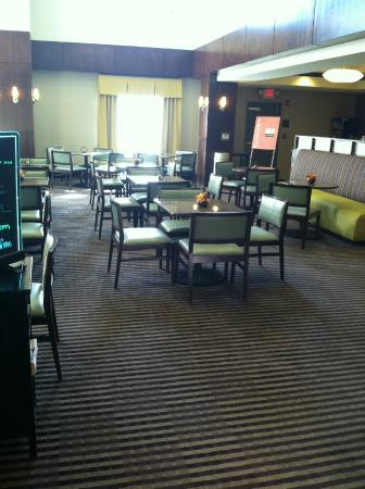 Comfort Suites: great breakfast and dinning area for all my family