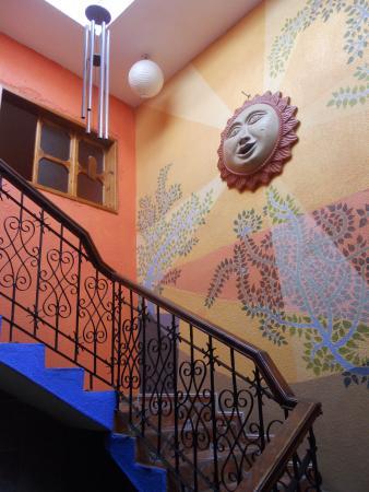 Planet Hostel: Escalera a las habitaciones...